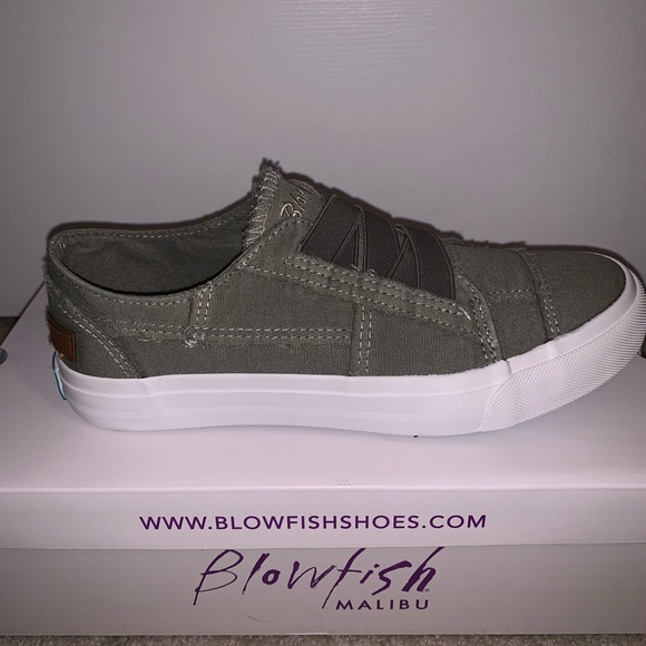 d0af68227955 BRAND NEW CASUAL CANVAS SNEAKER
